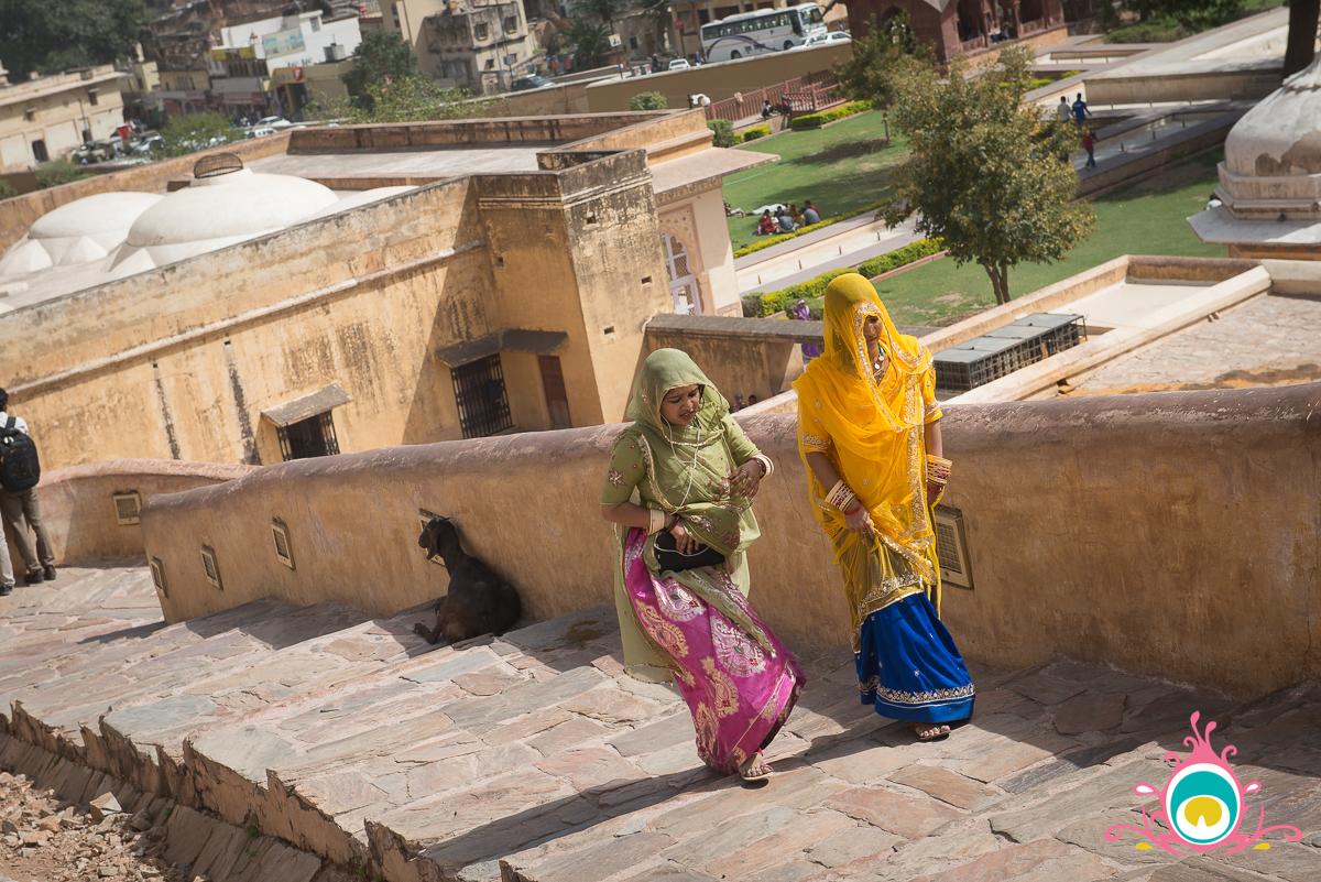 amer fort rajasthani women