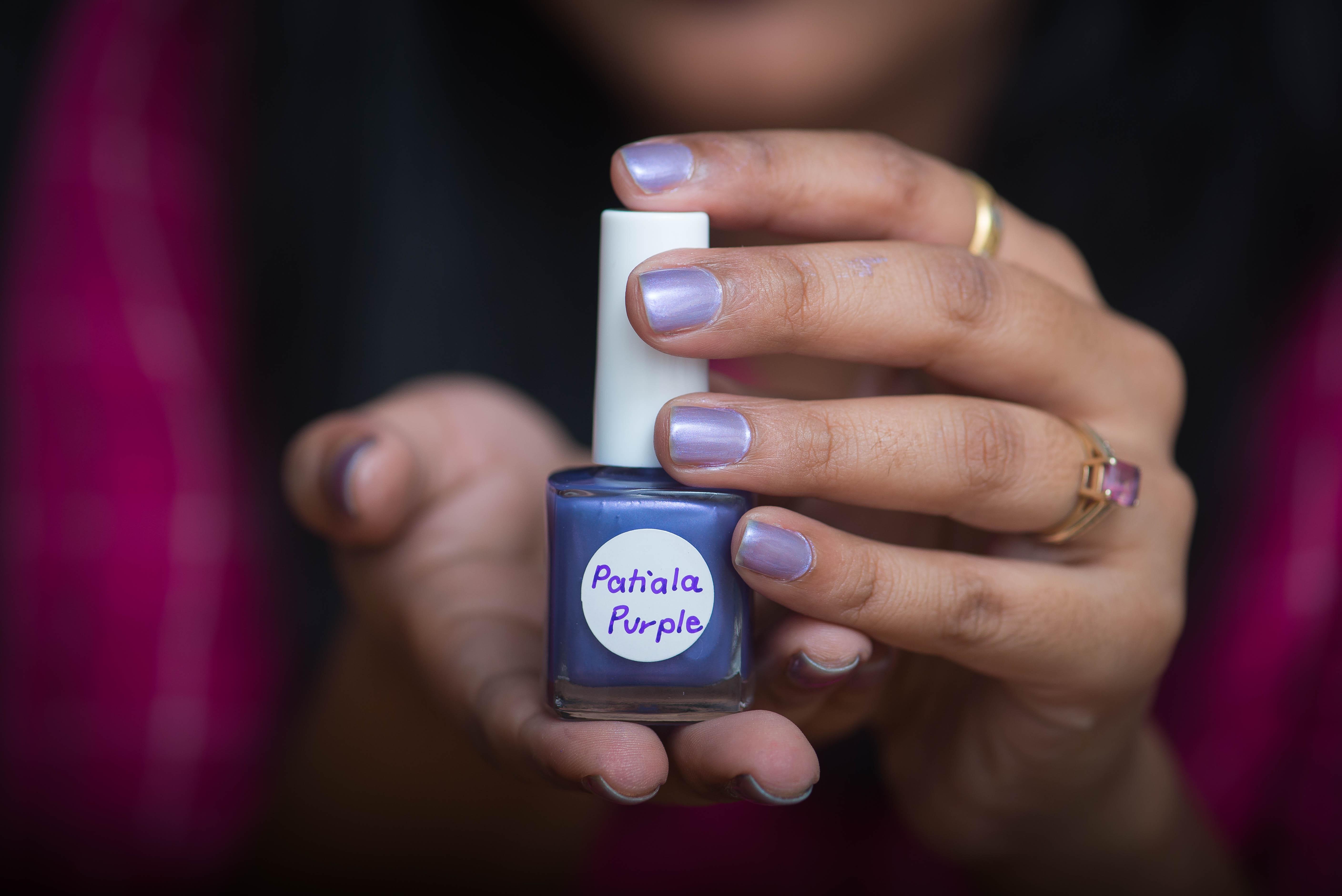 turn eye shadow into nail polish