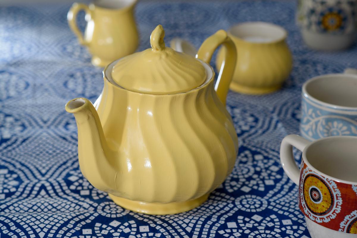 paint an old teapot