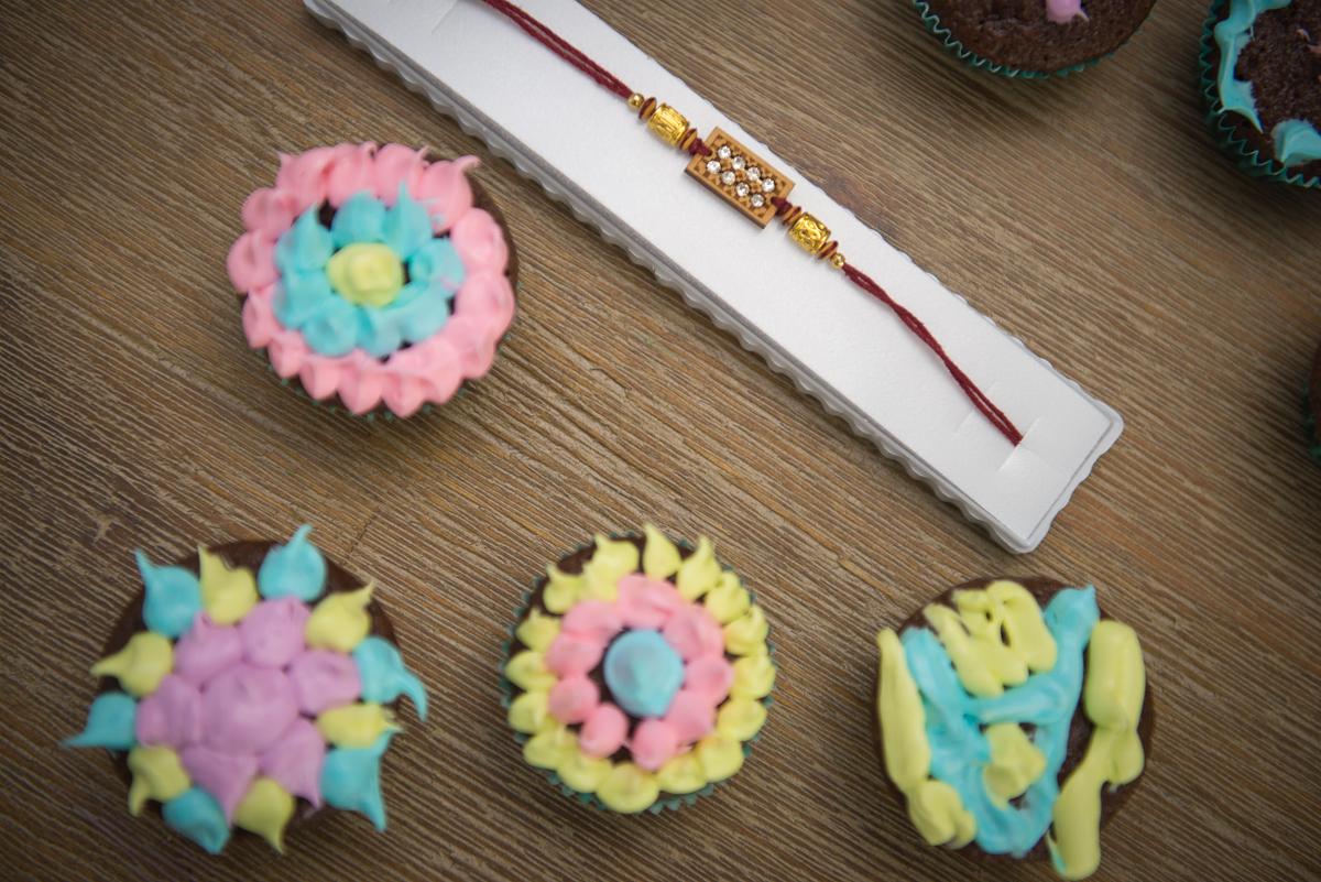 rakhi cupcakes, rakhri cupcakes