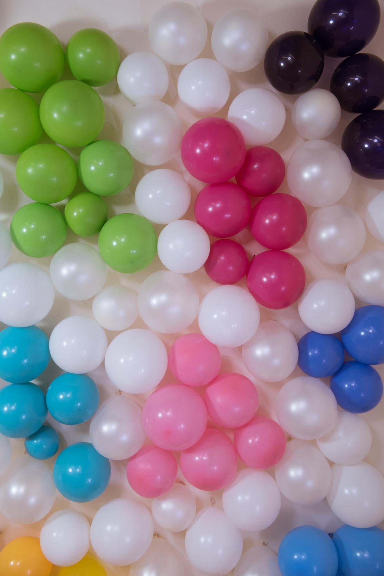 DIY Rainbow Balloon Wall // Holi Photo Wall