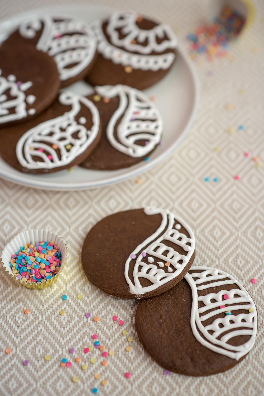 chocolate gingerbread cookies, mehndi cookies, henna cookies, diwali cookies